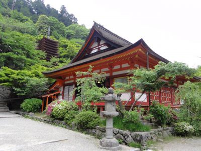 談山神社 神廟拝所と十三重塔