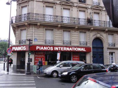 Europe駅近くのピアノ屋
