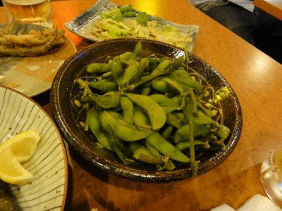 居酒屋海虎の突き出しの枝豆(多少食った後)