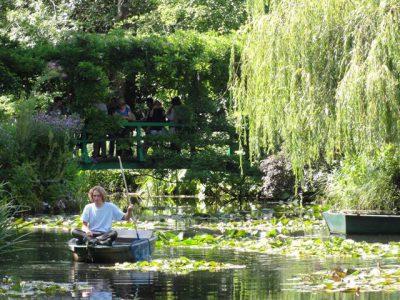モネの庭の池と太鼓橋