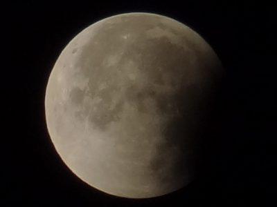 月蝕終わりかけ