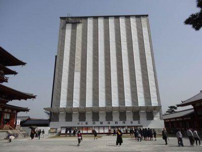 改修中の薬師寺東塔