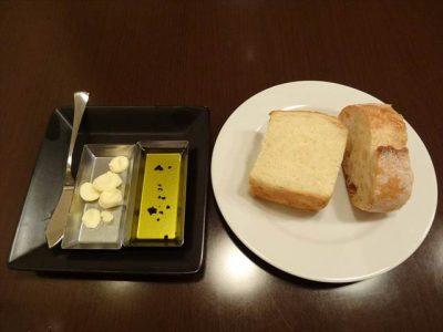 パン(バゲットとフォカッチャ)