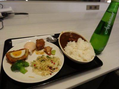 JALのラウンジの食事その1