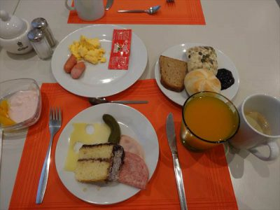 ホテルの朝食(ブッフェから取ってきたもの