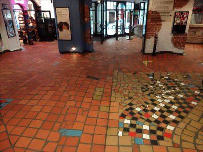 クンストハウスウィーンのうねった床