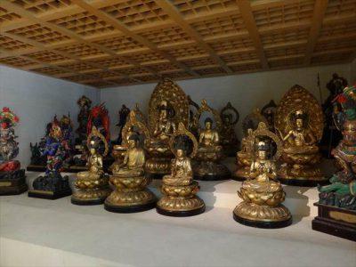 ギメ東洋美術館別館の東寺の立体曼荼羅を摸した仏像群
