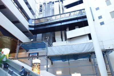 高島屋ビルとスイスホテルの連絡橋 20140925