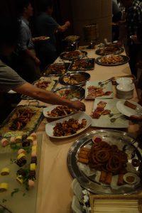 パーティーでの食事