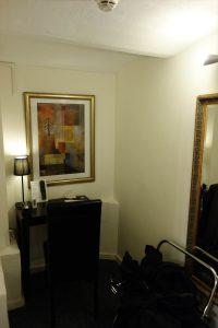 ホテル002号室