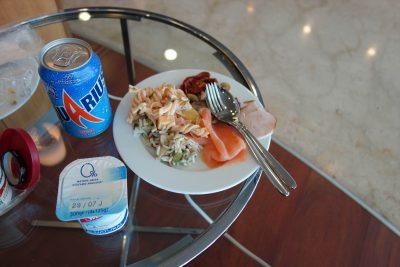 ベリア航空ラウンジでの食事その2