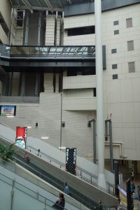 難波駅の大階段20161021