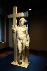 十字架を持つキリスト