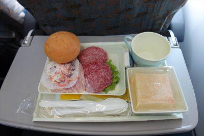 VN837便の食事
