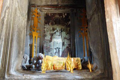 中央祠堂の仏陀像