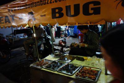 食用の虫を売る店