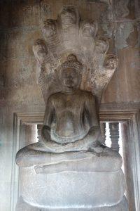 ナーガに乗った仏陀像