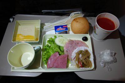 VN834便の食事