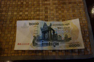 2000リエル紙幣
